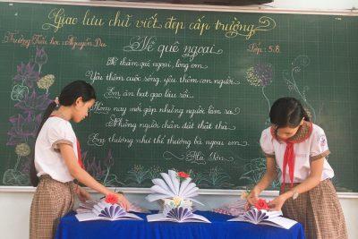 """Trường TH Nguyễn Du hưởng ứng phong trào """"Vở sạch – Chữ đẹp"""""""